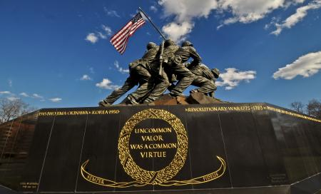 http://semperfiparents.com/wp-content/uploads/2013/02/The-Marine-Corps-War-Memorial-also-called-the-Iwo-Jima-Memorial1.jpg